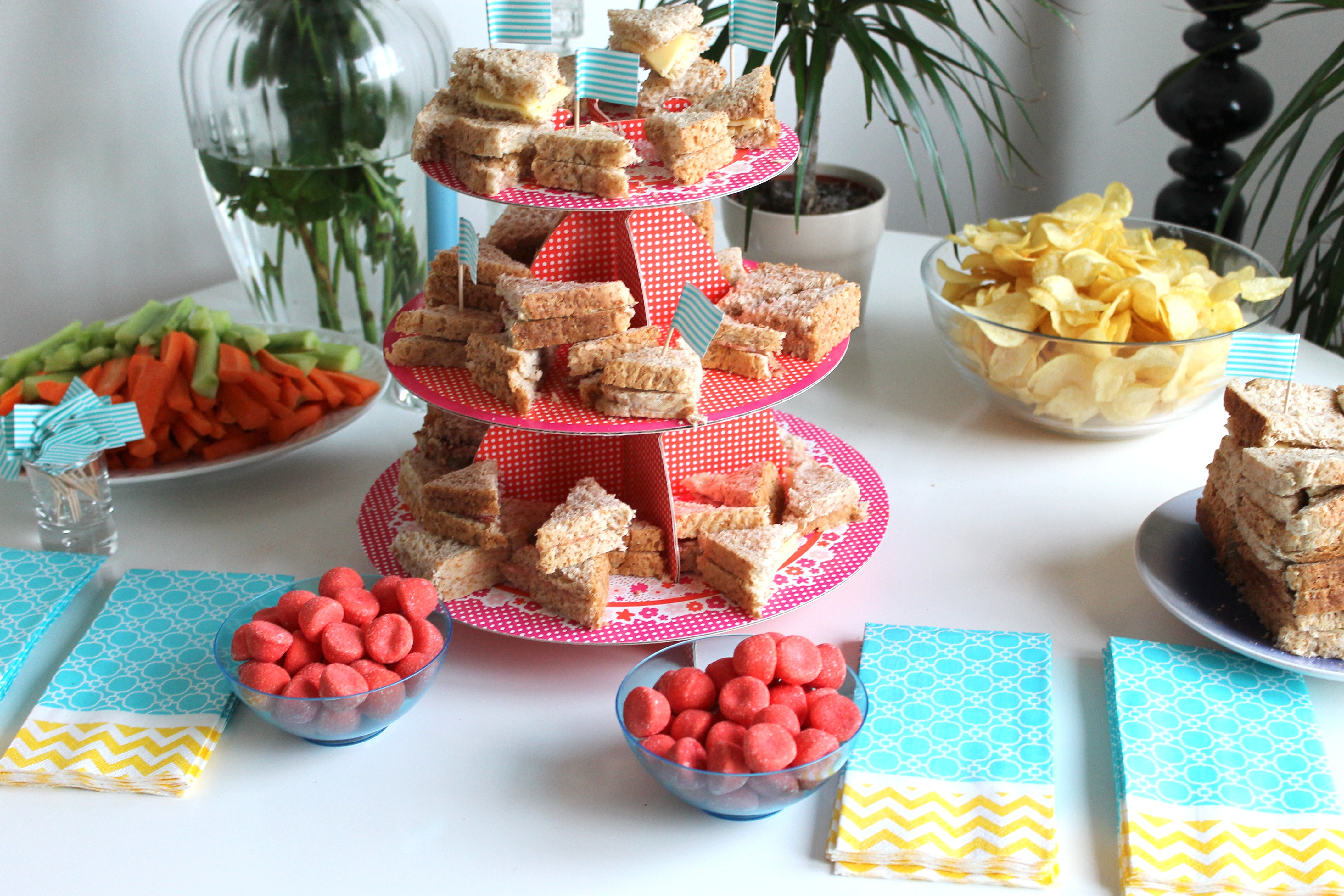 D coration un joli buffet d anniversaire rise and shine - Decoration d anniversaire ...