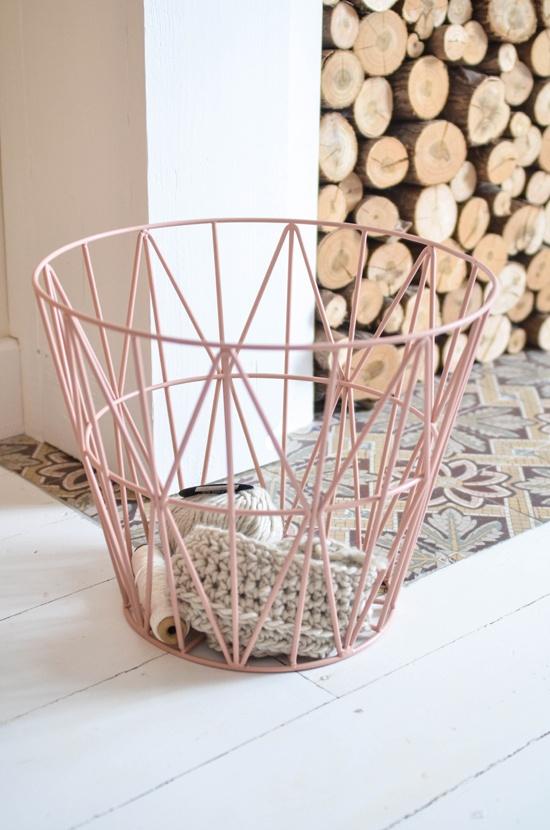le panier wire basket de ferm living rise and shine. Black Bedroom Furniture Sets. Home Design Ideas
