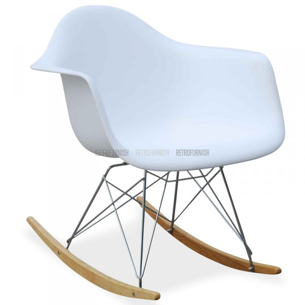 La m me d co chez vous un salon scandinave rise and shine for Chaise bascule eames rar